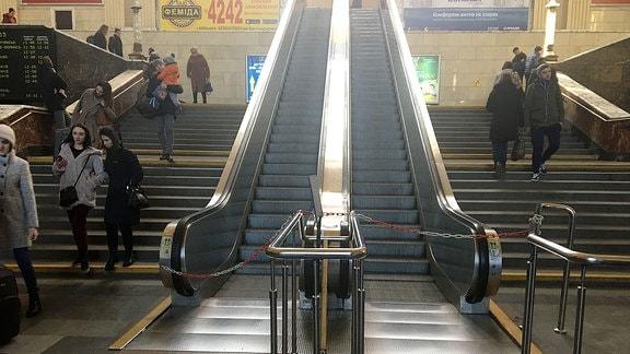 Eine kaputte Rolltreppe.