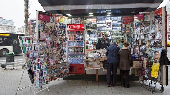 Zeitungskiosk in der rumänischen Hauptstadt Bukarest