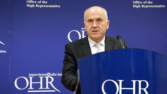 Valentin Inzko, der Hohe Vertreter für Bosnien und Herzegowina (BiH), nimmt an einer Pressekonferenz in Sarajevo teil.