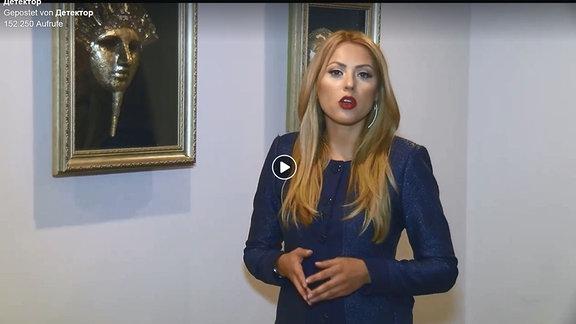 """Die bulgarische Journalistin Viktoria Marinova bei der Präsentation ihrer Sendung """"Detektor""""."""