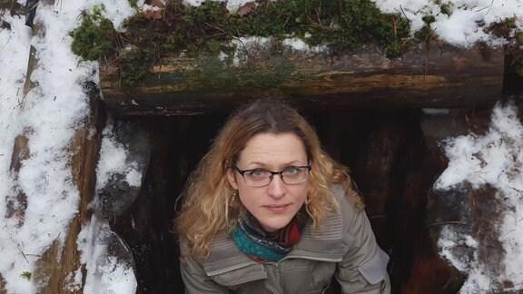 Vytenė Stašaitytė in litauischem Waldbunker