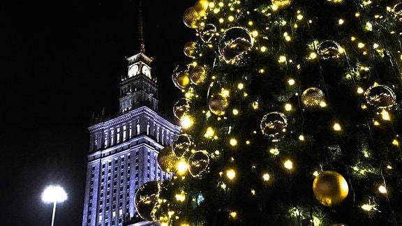 Festlich geschmückte Straßen in Warschau