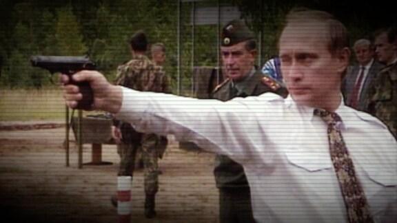 Wladimir Putin mit Handfeuerwaffe