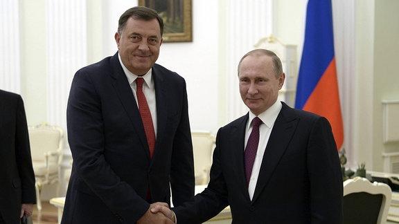 Der russische Präsident Vladimir Putin trifft sich mit dem Präsidenten der Republika Srpska, Milorad Dodik im Kreml am 22. September 2016 in Moskau, Russland.