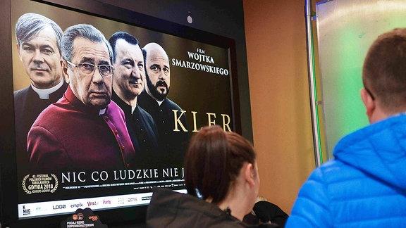 """Ein Filmplakat zum film """"Kler"""" von Wojtek Smarzowski."""