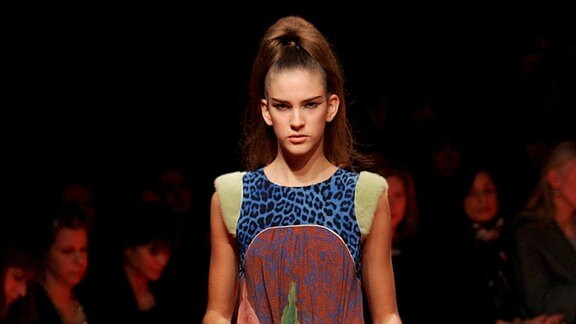 Ein Model trägt Kleidung aus der Wunderkind-Kollektion von Wolfgang Joop.