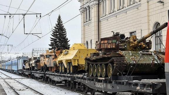Panzer auf einem Zug