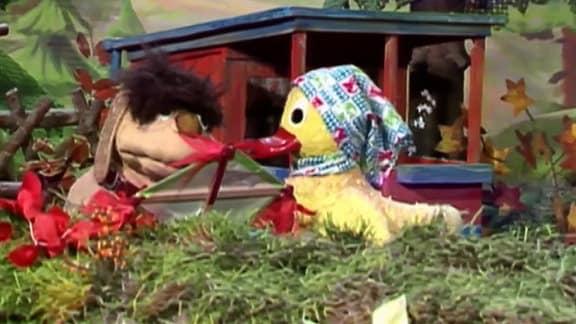 Moppi und Schnatterinchen gehen Drachensteigen.