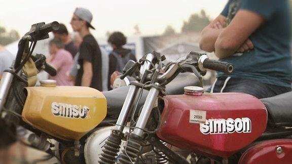 Ein Bikertreffen von Simson-Fans