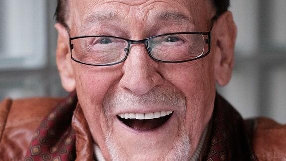 Herbert Köfer lacht.