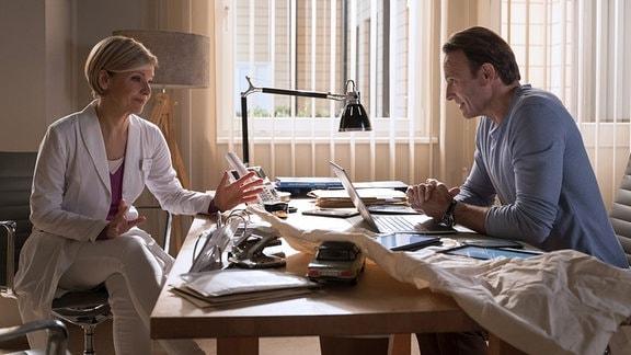 Dr. Kathrin Globisch (Andrea Kathrin Loewig) und Dr. Martin Stein (Bernhard Bettermann)