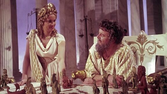 Zeus (Niall MacGinnis) und Hera (Honor Blackman) im Olymp.