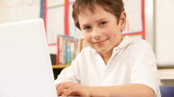 Kind am Laptop
