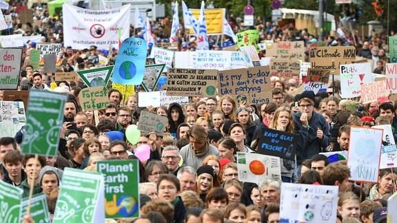 Mehr als 100.000 Menschen sind am Freitag 20.09.2019 in Berlin dem Aufruf von Fridays for Future zum Klimastreik gefolgt.