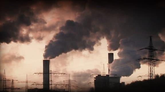 Ansicht eines Kholekraftwerks mit vielen Abgaswolken