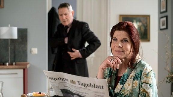 Rolf Kaminski (Udo Schenk) hat es eilig, sucht seinen Autoschlüssel und die Betreuerin für die demenzkranke Vera Bader (Claudia Wenzel) ist verspätet. Doch Vera versichert ihm, dass es ihr gut gehe, er kann ruhigen Gewissens die Wohnung verlassen.