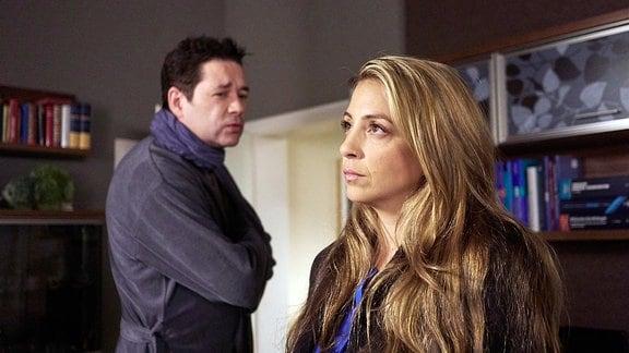Arzu Ritter (Arzu Bazman) tritt ihren Mutterschutz an, doch der Abschied von den Kollegen fällt schwer. Als sie nach Hause kommt, erwartet ihr kränkelnder Mann Dr. Philipp Brentano (Thomas Koch), dass sie ihn umsorgt. Er bemerkt nicht, dass Arzu die Veränderungen Angst machen.