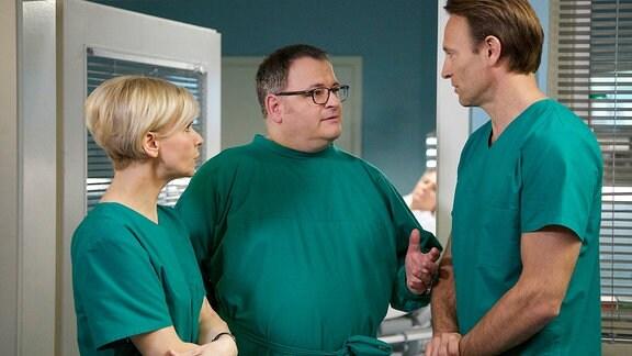 Dr. Kathrin Globisch (Andrea Kathrin Loewig), Hans-Peter Brenner (Michael Trischan) und Dr. Martin Stein (Bernhard Bettermann)