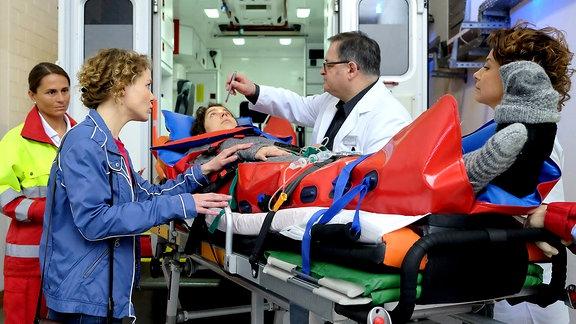 Sibylla Bernhardt (Mandy Neukirchner), liegt nach einem Sportunfall seit drei Jahren im Wachkoma