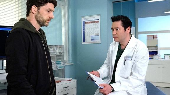 Tobias Bernhardt (Martin Bretschneider) und Dr. Philipp Brentano (Thomas Koch)