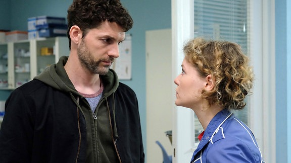 Tobias Bernhardts (Martin Bretschneider) und Lydia Wagner (Angelina Häntsch)