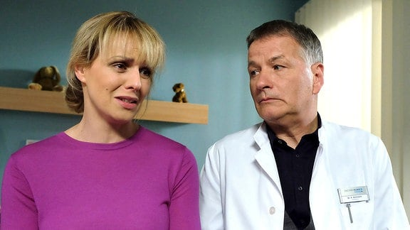 Dr. Lea Peters (Anja Nejarri) und Dr. Roland Heilmann (Thomas Rühmann)