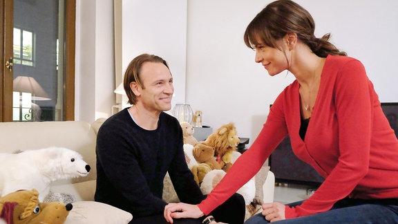 Bernhard Bettermann als Martin Stein und Susan Höcke als Sophia Müller