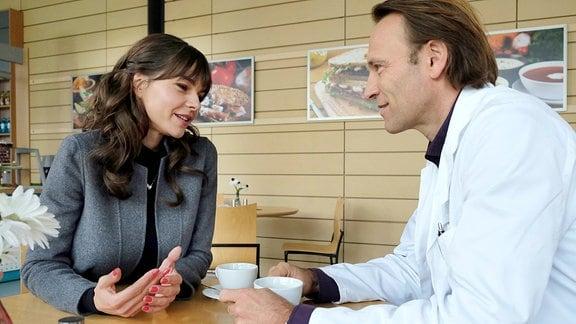 Susan Höcke als Sophia Müller und Bernhard Bettermann als Dr. Martin Stein