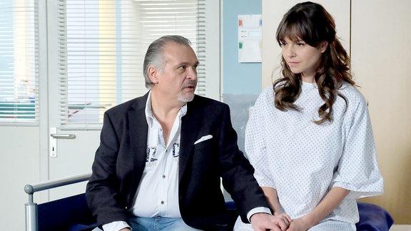 Jockel Tschiersch als Udo Karlsonund Susan Höcke als Sophia Müller