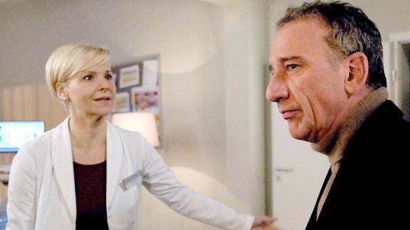 Andrea Kathrin Loewig als Dr. Kathrin Globisch und Heio von Stetten als Alexander Weber