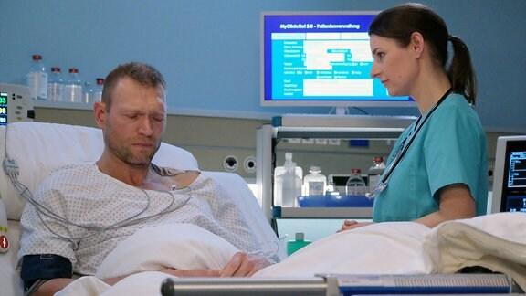 Jorres Risse als Harry Klatte und Annett Renneberg als Dr. Maria Weber