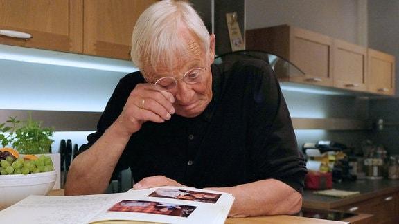 Rolf Becker als Otto Stein