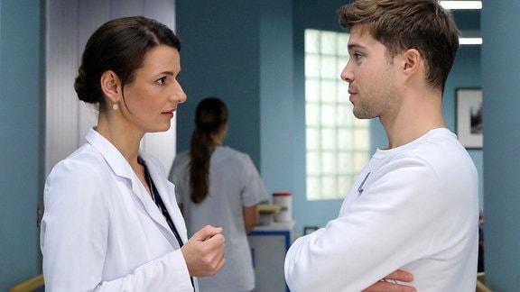 Dr. Maria Weber (Annett Renneberg) erinnert die Amnesie eines Patienten an ihr eigenes Trauma. Sie bittet Kris Haas (Jascha Rust) sie dabei zu unterstützen, den Auslöser für seine Amnesie zu finden und diese damit zu lösen.