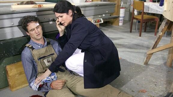 Dr. Eichhorn findet den verletzten Michael.