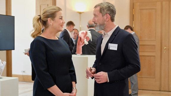 Alexa Maria Surholt als Sarah Marquardt und Heikko Deutschmann als Richard Noll