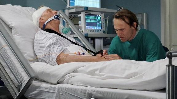 Bernhard Bettermann als Dr. Martin Stein und Rolf Becker als Vater Otto