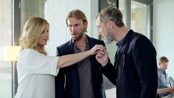 Alexa Maria Surholt als Sarah Marquardt, Jochen Matschke als Freund Felix Sonntag  und Heikko Deutschmann als Richard Noll