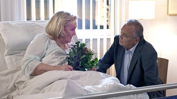 Hildegard Marquardt (Doris Kunstmann) und Prof. Simoni (Dieter Bellmann)