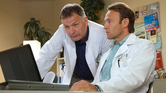 Bernhard Bettermann als Dr. Martin Steinund Thomas Rühmann als Roland Heilmann