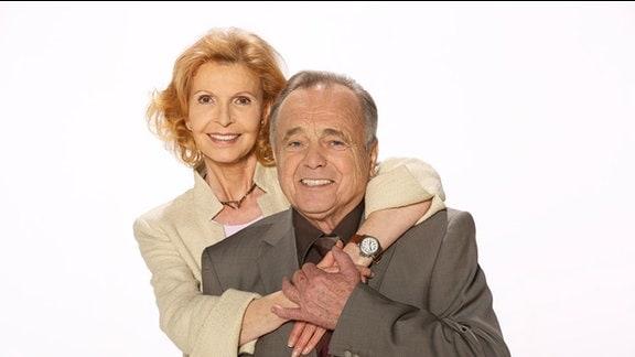 Jutta Kammann (Oberschwester Ingrid Rischke) und Dieter Bellmann (Prof. Gernot Simoni)