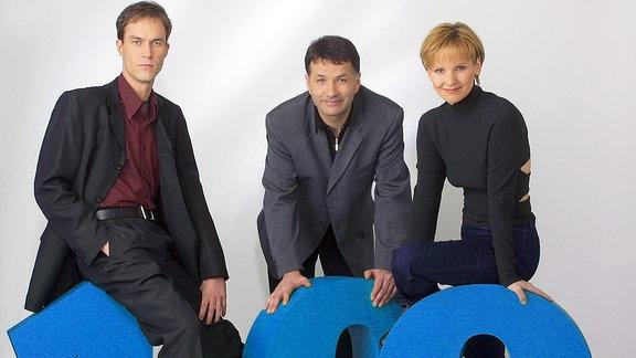 Thomas Rühmann (Oberarzt Dr. Roland Heilmann, mitte), Andrea Kathrin Loewig (Anästhesistin Kathrin Globisch) und Holger Daemgen (Oberarzt Dr. Achim Kreutzer).