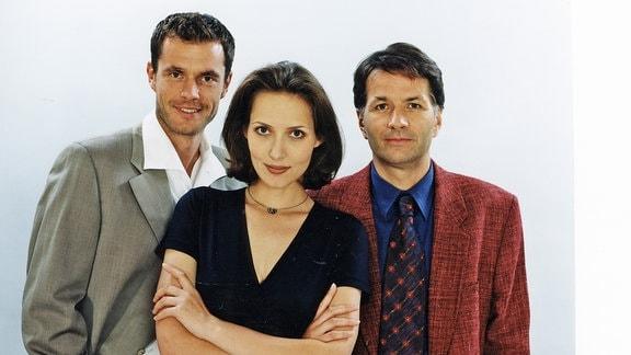 Dr. Achim Kreutzer (Joachim Kretzer, links), Maia Dietz (Ina Rudolph, mitte) und Dr. Roland Heilmann (Thomas Rühmann).