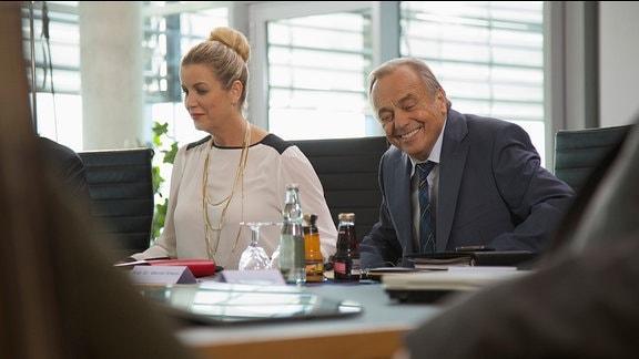 Dieter Bellmann und Alexa Maria Surholt bei den Dreharbeiten zu Folge 667