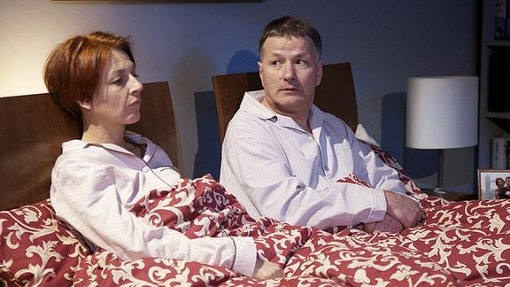 Als Roland Heilmann (Thomas Rühmann) nach seinem Dienst in der Sachsenklinik nach Hause kommt, wirkt seine Frau Pia bedrückt. Sie macht sich Sorgen um die Kinder, vor allem bei Jonas scheint etwas nicht in Ordnung zu sein.