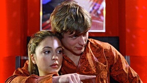 Phillip hat mal wieder zu wenig Zeit für Arzu. Sie verbringt ein paar Abende mit Sebastian in einem Club. (Folge 308)