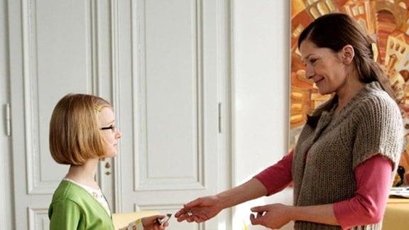 Marie kommt zu Psychologin Christina Buchmann, die ihr bei der Verarbeitung von Valeries Tod helfen soll. (Folge 394)