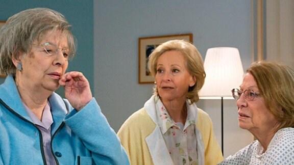 Doris Klump spürt während des Krankenbesuchs, dass ihr Mund taub ist.