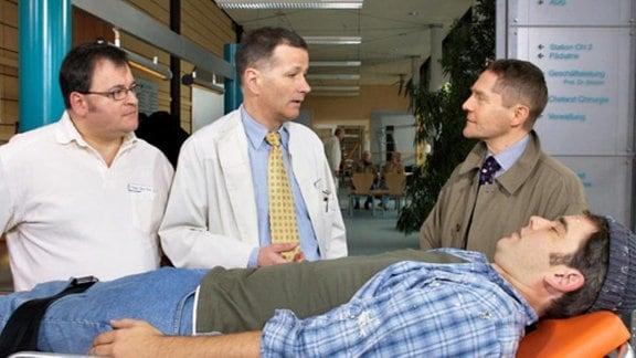 Die Ärzte haben den Verdacht, dass Sascha an Narkolepsie leidet.