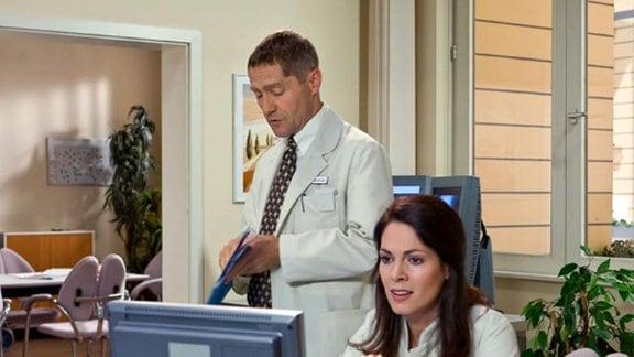 Dr. Eichhorn darf Adam Hermann doch operieren.