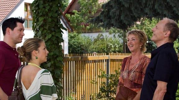 Arzu und Philipp treffen bei der Haussuche auf Barbara und Gerald.